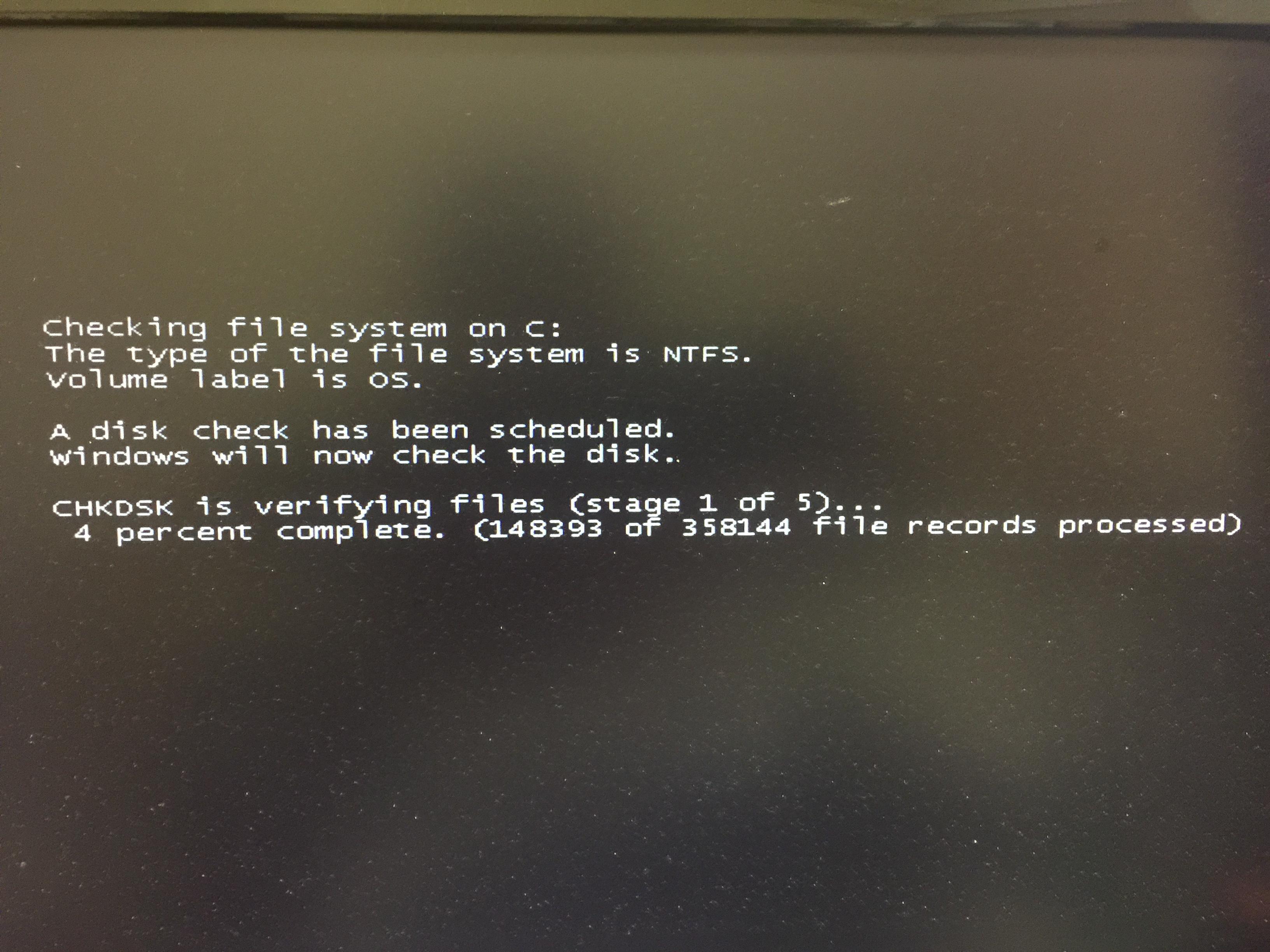 Windows7 チェックディスクの案内その8 再起動後の真っ黒な画面になりチェックが始まるので待機
