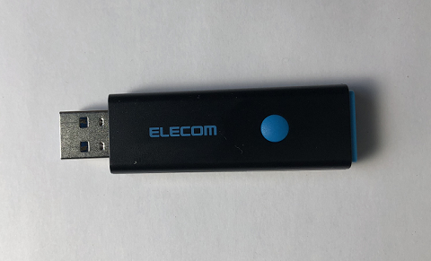 USBメモリを用意します。